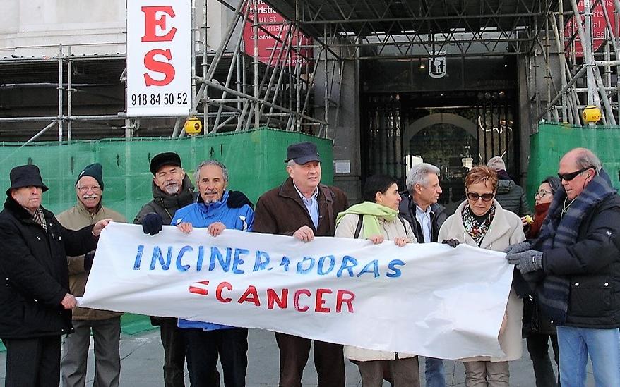 Entrega de firmas contra la incineradora de Valdemingómez