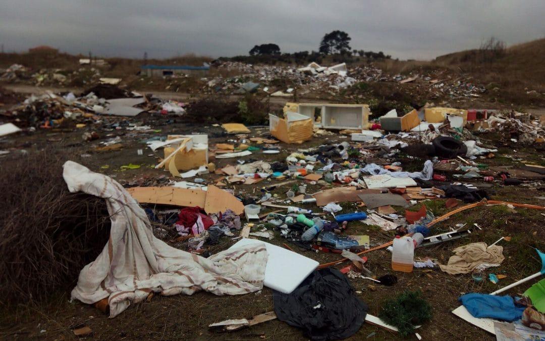 Los vertidos ilegales se multiplican sin control en Vicálvaro, a escasos metros de Rivas