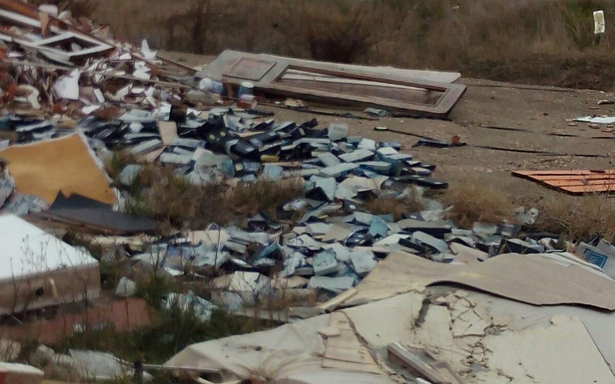 Vertidos ilegales en Vicálvaro, cerca de Rivas