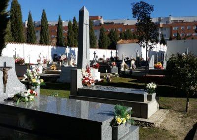 Tumbas en el cementerio de Rivas
