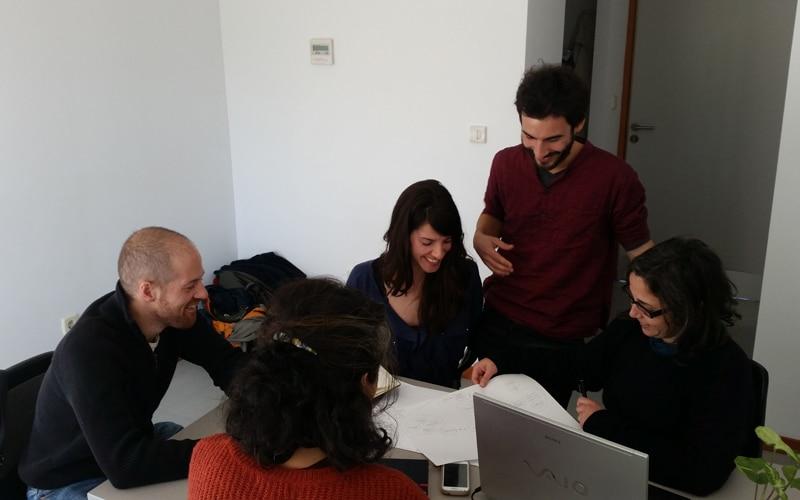 Los miembros de Microurbanía, en su despacho de la Casa de Asociaciones de Rivas