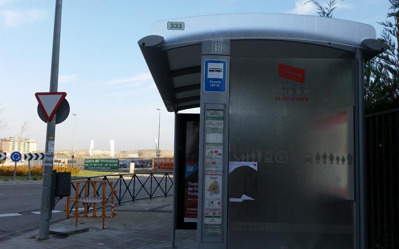 El Consorcio de Transportes instala dos nuevas paradas de autobús en Rivas y reubica otra