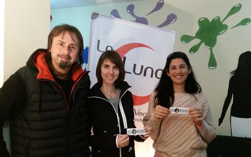 Miembros de la Asociación Vecinal La Luna posan en su sede para Planeta Rivas