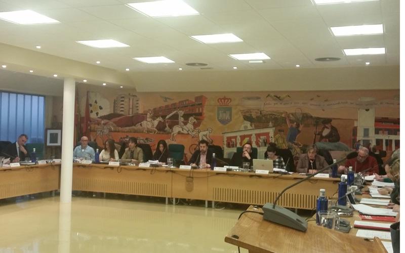 La relación municipal de puestos de trabajo, los pasos de cebra, la huelga feminista o la prisión permanente revisable, a debate en el Pleno de Rivas