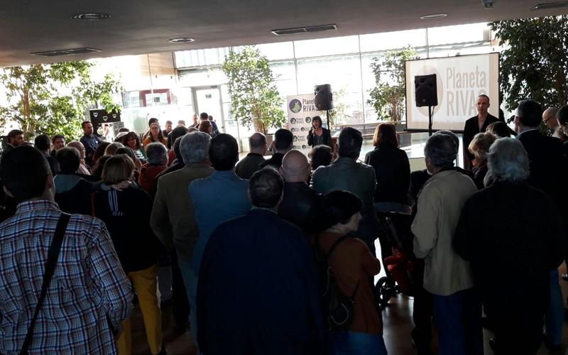 Más de un centenar de asistentes arropan a Planeta Rivas en su acto de presentación