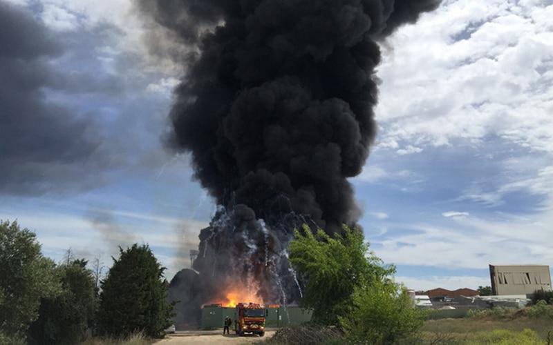 La Comunidad no descarta la presencia de amianto en la 'zona cero' del incendio de Arganda