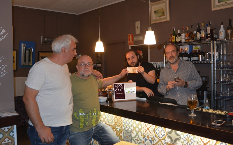 Primer cambio de euros a jaramas en el Coolture Café de Rivas