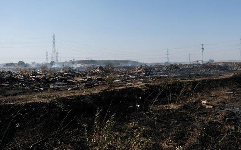 Incendio de vertidos ilegales junto a la M-823