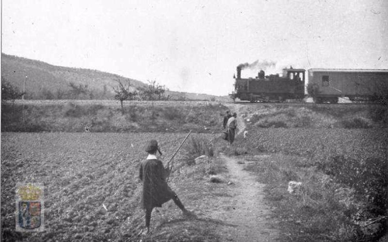 Tren del Tajuña pasando por el Valle en 1902 (Fuente: Archivo Ayuntamiento de Arganda del Rey)