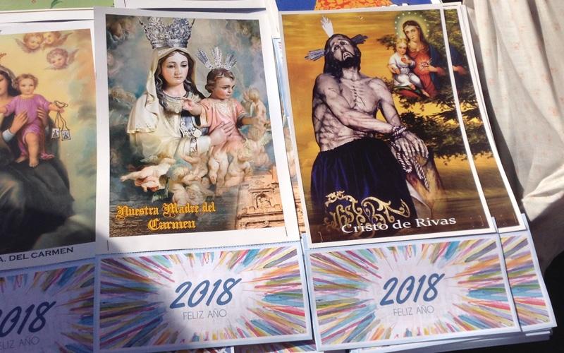 Artículos en venta en el mercadillo de la Procesión del Santísimo Cristo de los Afligidos de Rivas