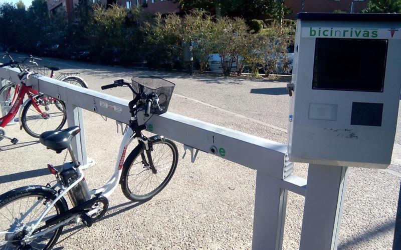 Más estaciones y bicis eléctricas, entre los planes municipales para relanzar BicinRivas