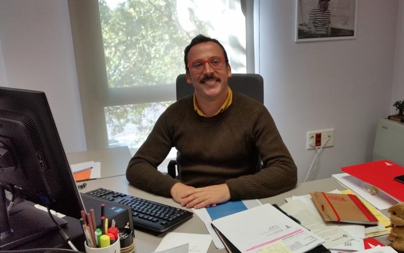 Curro Corrales, portavoz de Somos Rivas, en su despacho