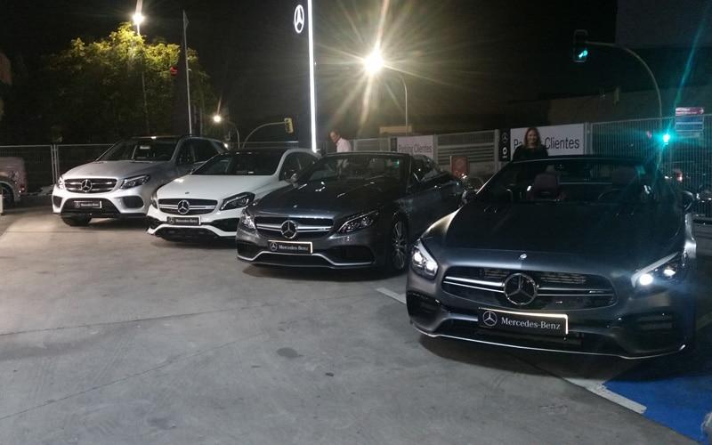 Varios Mercedes, expuestos en la entrada del concesionario de Merbauto en Rivas