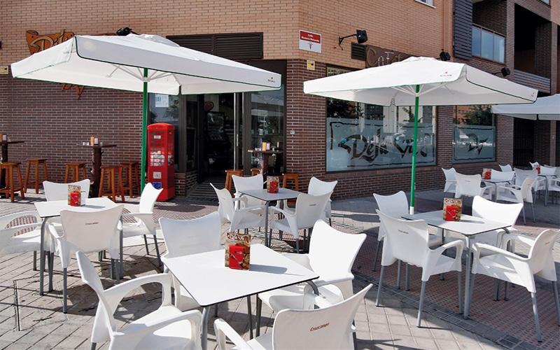 La nueva ordenanza de veladores de Rivas incentiva que los bares instalen terrazas todo el año