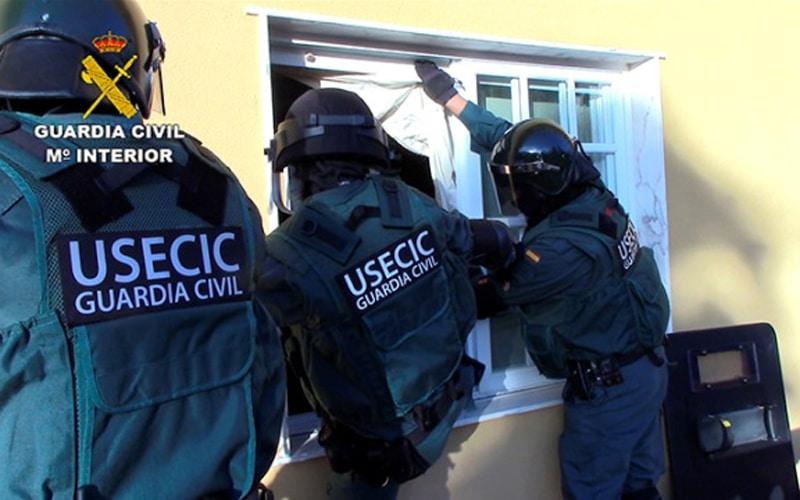 Agentes de la Guardia Civil intervienen en la 'Operación Ventus' (Fuente: Guardia Civil)