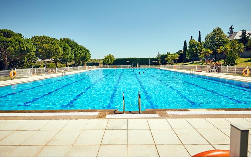 Lectores de huellas para acceder a la piscina de verano de La Partija