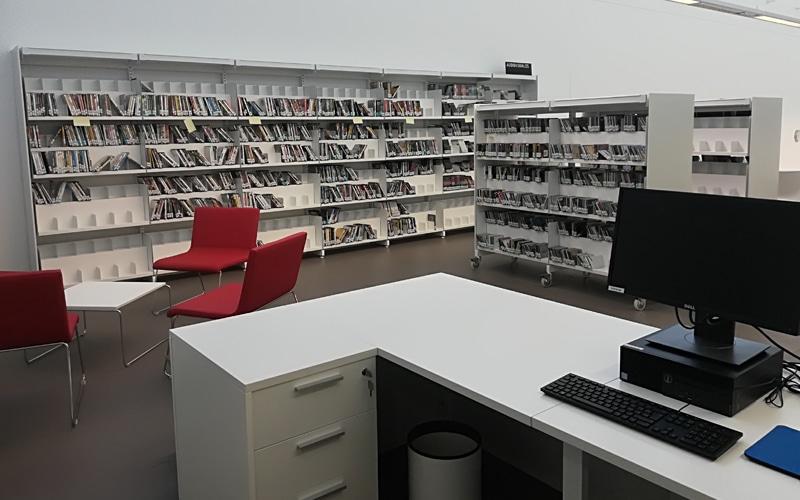 La Biblioteca Gloria Fuertes abre este lunes con jornada completa y servicio de préstamo