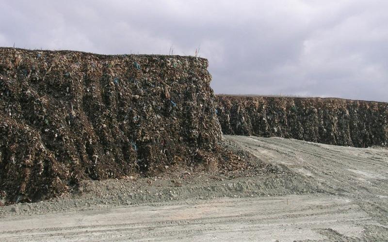 Montañas de basura del antiguo vertedero de Autocampo de Rivas Vaciamadrid (Fuente: Ayuntamiento de Rivas Vaciamadrid)