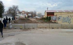 Cierre al tráfico de la Cañada Real junto al colegio Mario Benedetti