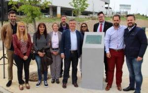 Algunos miembros del consistorio de Arganda del Rey inauguran la nueva avenida. Foto: facilitada por el Ayuntamiento.