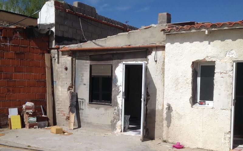 Una de las edificaciones derribadas este martes en la Cañada Real