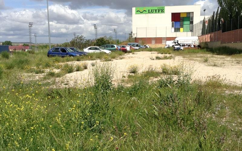 Un 'cementerio' de coches en el polígono Santa Ana de Rivas