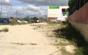 Parcela municipal en Rivas usada como depósito de coches abandonados (Fuente: Diario de Rivas)