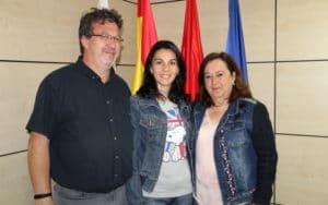 La concejala de Servicios a la Ciudad, María Jesús Ruiz de Gauna, y la presidenta de Vydanimal, Raquel Villarreal. Imagen cedida por el Ayuntamiento de Arganda.