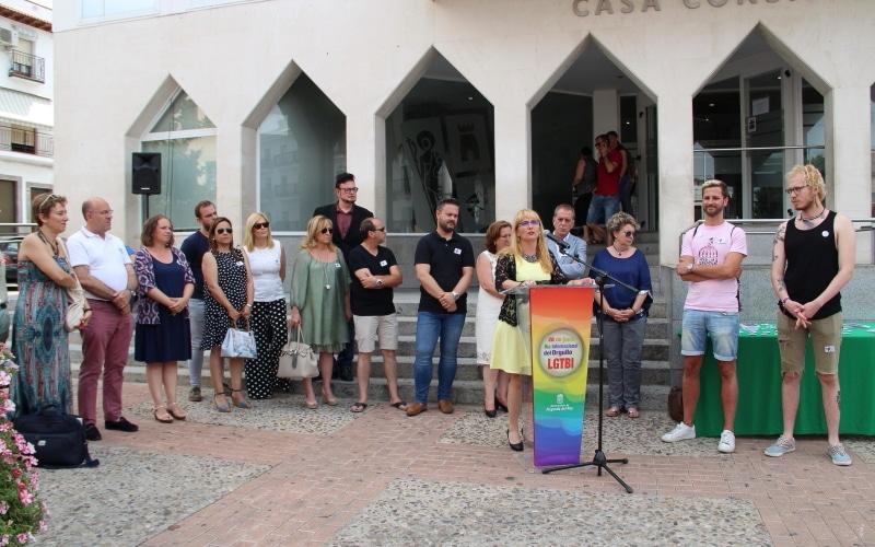 Miembros del Ayuntamiento de Arganda del Rey junto a representantes de la Asociación Arcópoli.Miembros del Ayuntamiento de Arganda del Rey junto a representantes de la Asociación Arcópoli.