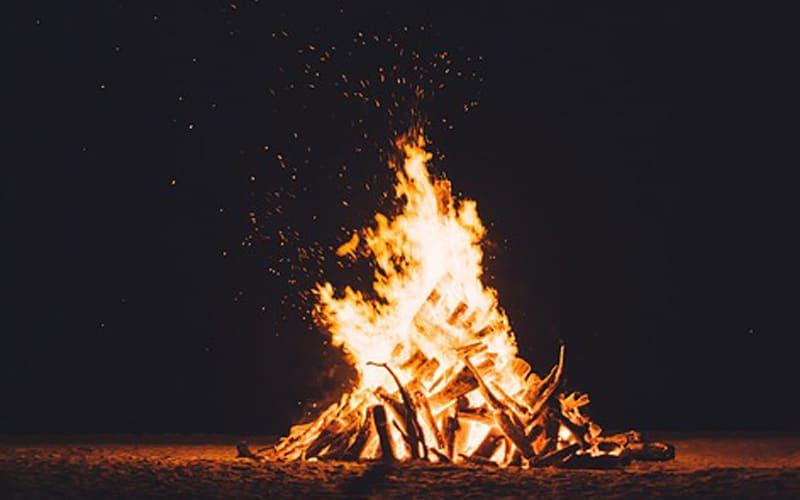 Hoguera de San Juan Pixabay