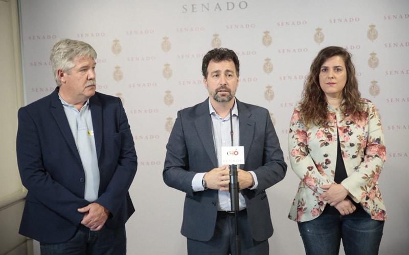 José María Álvarez, Pedro del Cura y Vanessa Angustia, en el Senado
