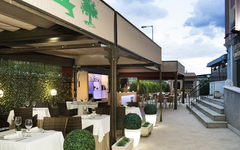 Terraza Restaurante Asador El Roble Hotel Sercotel AB Arganda
