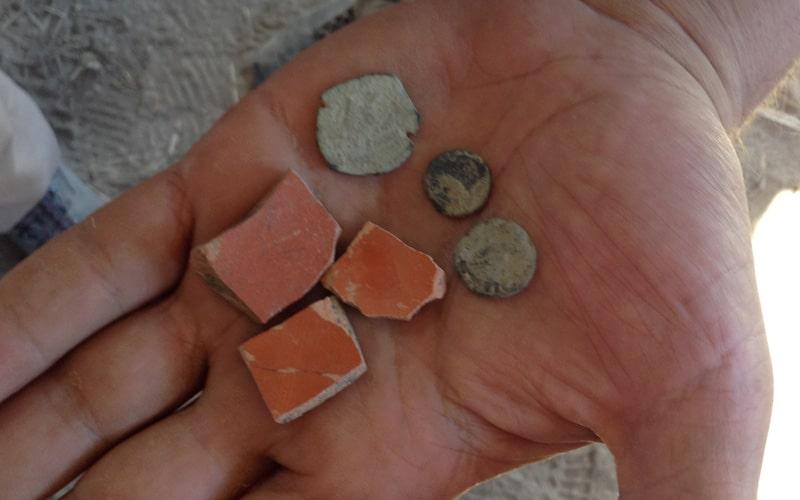 Hallan restos romanos en los primeros sondeos arqueológicos en la Casa de Peña Blanca, en Rivas