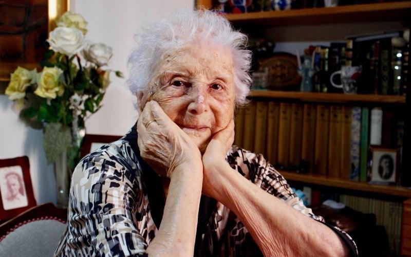 Nieve Cobos: 100 años de historia en una sola vida