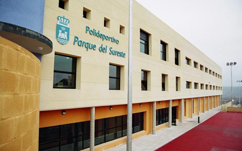 Deportes invertirá 180.000 euros para acabar con las goteras en el polideportivo Parque del Sureste