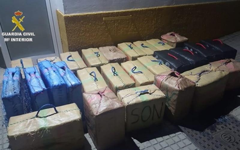 'Cazado' en Cádiz mientras transportaba 940 kilos de hachís en un vehículo robado en Rivas