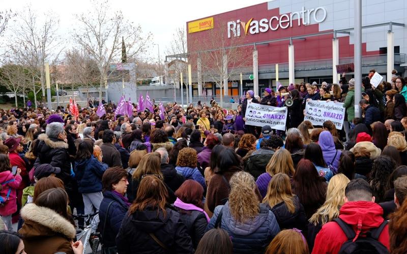 Huelga Feminista en la plaza de la Constitución de Rivas