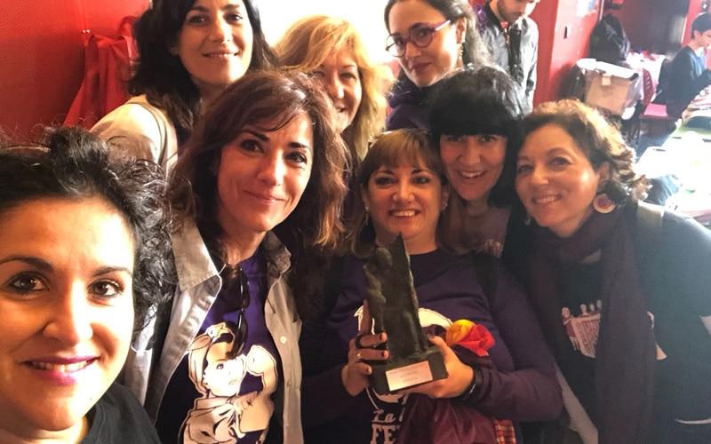 Mujeres de la Asamblea 8M de Rivas recogen el Premio 14 de Abril 2018 de IU Rivas
