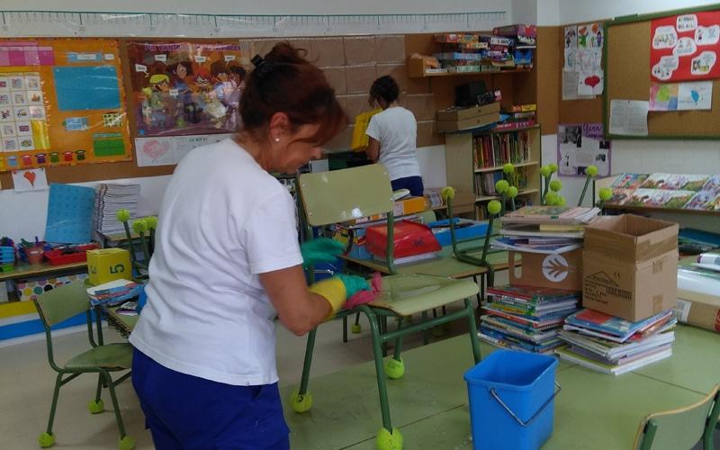 Campaña de limpieza de Rivamadrid para la puesta a punto de colegios públicos de cara al curso escolar 2018-2019 (Fuente: Rivamadrid)