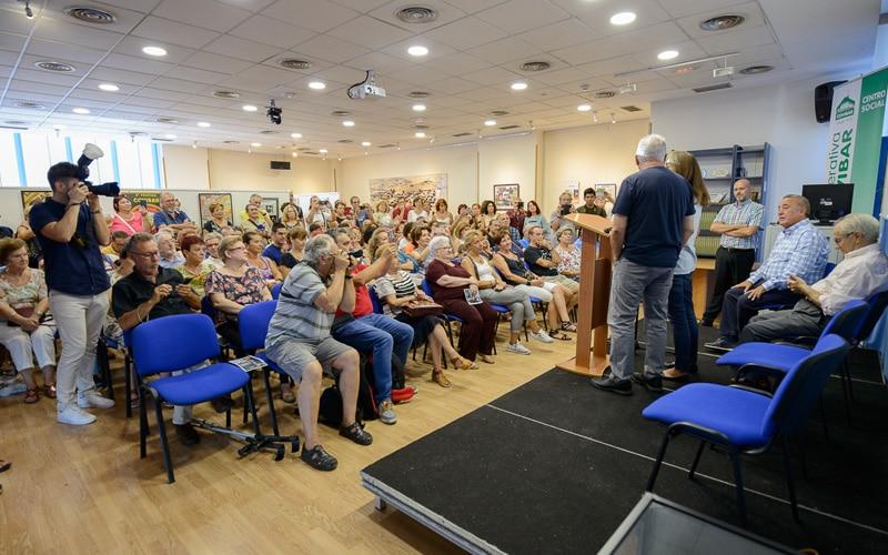 La sala Miguel Hernández del Centro Social, abarrotada durante la visita de Ana Belén y Víctor Manuel