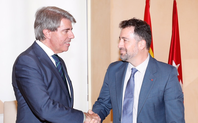 """Garrido irá """"de la mano"""" con Del Cura para solicitar la conexión directa con la M-50 y estudiará ampliar el horario del Metro de Rivas y Arganda"""