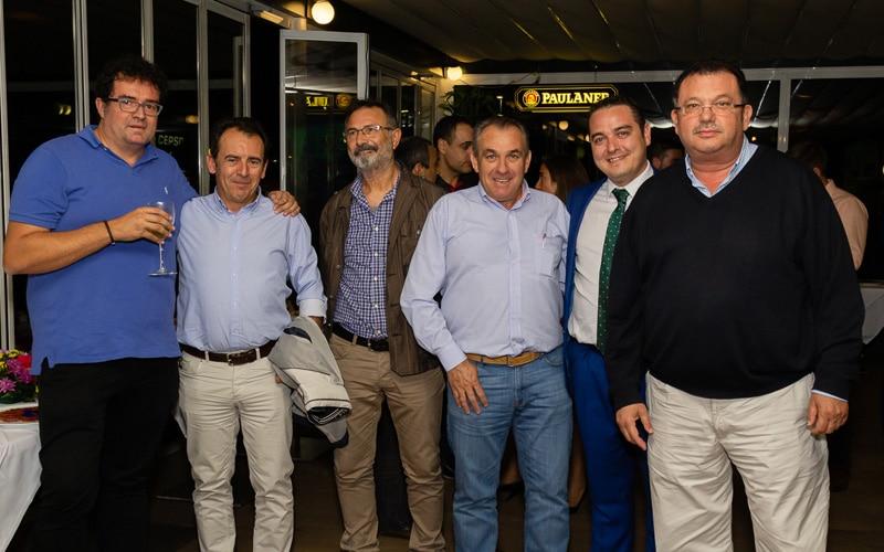 Un grupo de empresarios posa durante el aniversario del Hotel AB Rivas