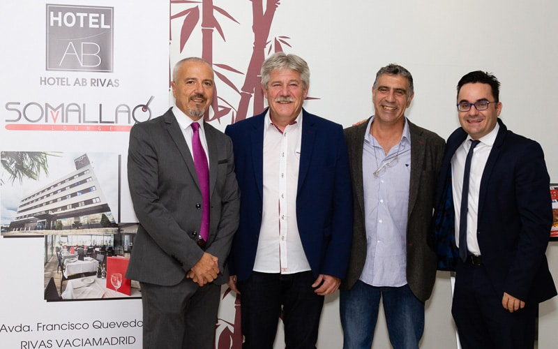 Paul García, gerente del Hotel AB Rivas, con José María Álvarez, primer teniente de alcalde de Rivas, y Gabriel, de la Concejalía de Empleo y Proyectos Emprendedores