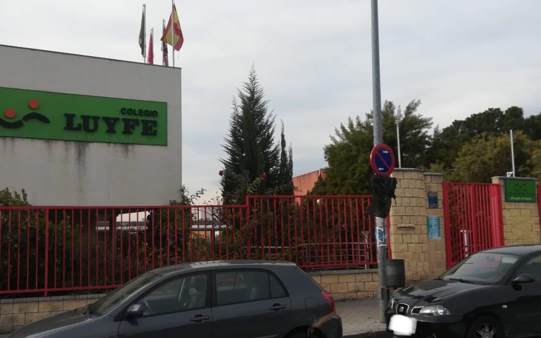 El colegio Luyferivas estrena con polémica nuevas medidas de aparcamiento en las horas de entrada y salida