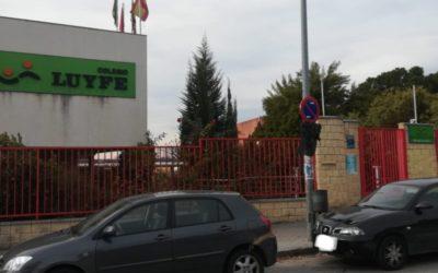 El colegio LuyfeRivas estrena con polémica nuevas normas de aparcamiento en las horas de entrada y salida