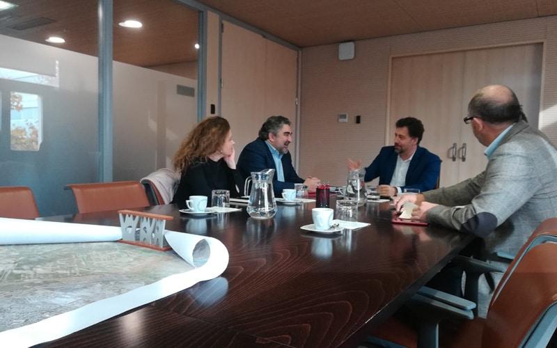Reunión entre José Manuel Rodríguez Uribe, delegado del Gobierno en Madrid, y Pedro del Cura, alcalde de Rivas