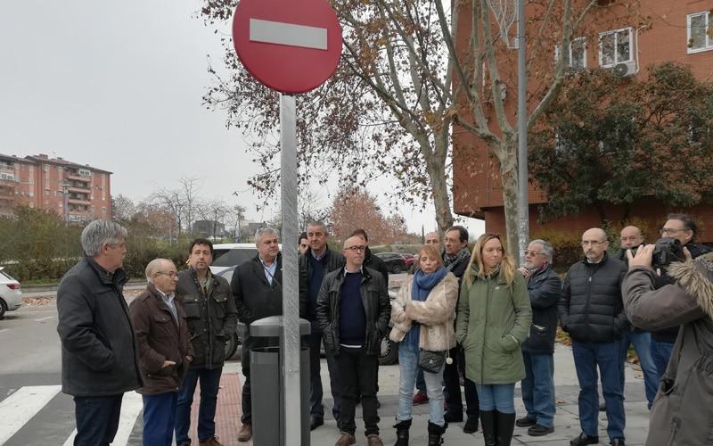 El alcalde, miembros del Gobierno municipal y de la oposición, el fundador de Covibar, Armando Rodríguez Vallina, y representantes de la empresa que ha ejecutado las obras visitaron la zona el pasado 22 de diciembre