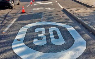 Rivas señaliza los carriles compartidos entre bicis y coches: 30 km/h de velocidad máxima