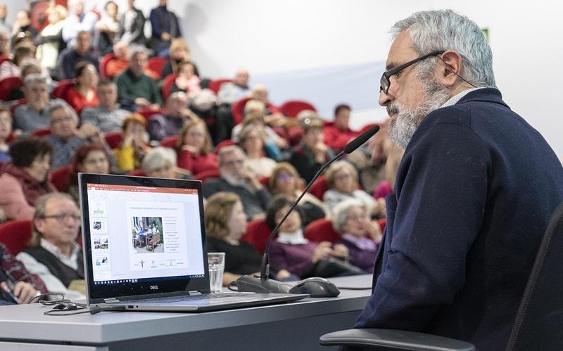 Miguel Ängel Mira, presidente de Jubilares, en la presentación del proyecto Cohabita Rivas