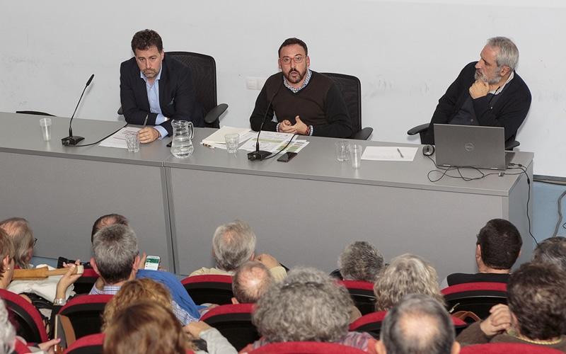 El alcalde de Rivas, Pedro del Cura; Curro Corrales, consejero delegado de la EMV de Rivas; y Miguel Ángel Mira, presidente de Jubilares, durante la presentación de Cohabita Rivas